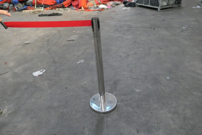 silver queue pole with red line